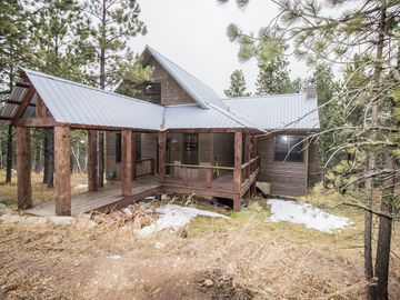 Lead cabin rental - Amazing wooded setting w/ultimate in privacy