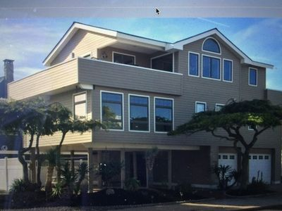 Ocean view 2 King Beds 2 min walk to beach, Coveted Wow Factor Beach Haven!