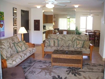 650 sq ft living room w/desk,2 dbl-bed futons, lounge chair,entertainment system