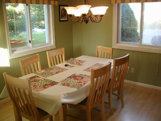 North Woodstock townhome photo - Entertain in our cheerful dining area