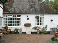 OLD TUDOR COTTAGE ANNEXE, pet friendly in Henfield, Ref 1662