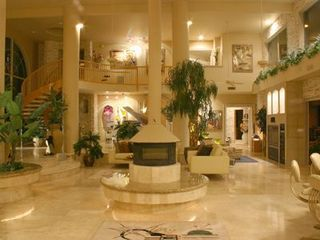 Scottsdale North estate photo - Cavernous and cozy at the same time?!