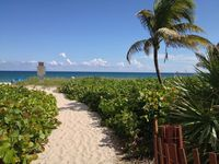 Luxury Steps to Ocean 2 Bedroom 2 Bath in Delray Beach, Pool Free Wifi & Parking