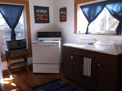 Douglas City cottage rental - Kitchen