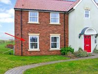 THE POPPIES, pet friendly, with pool in Filey, Ref 21763