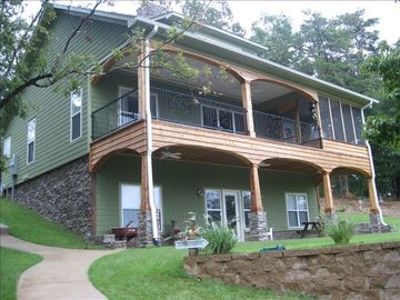 Lewis Smith Lake house rental - 'Welcome to STARSTRUCK' lakeside front facing water.