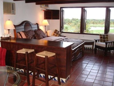 Studio Villa with Queen bed, dining and great view