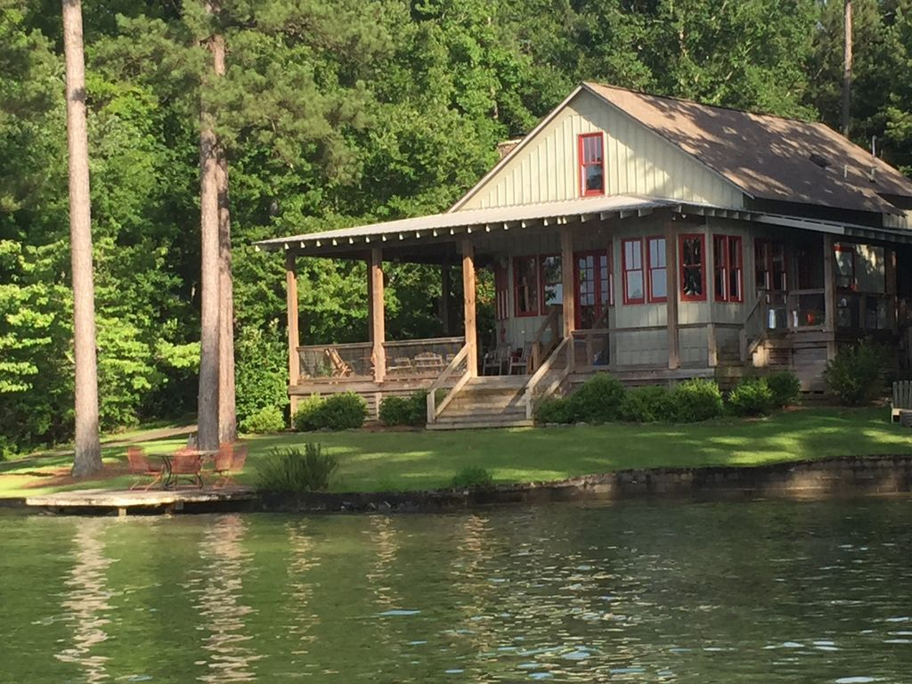 King 39 s cove lake martin lake house vrbo for Log cabin builders in alabama