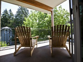 Hood River villa photo - Relax on the South Deck with your morning coffee or evening cocktail.