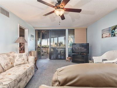 Hibiscus 103B comfortably sleeps six people. - Hibiscus 103-B provides all the conveniences you need to make your Florida vacation easy! Free wireless Internet, a fully-equipped kitchen, all linens and towels, a washer and dryer, and free parking.