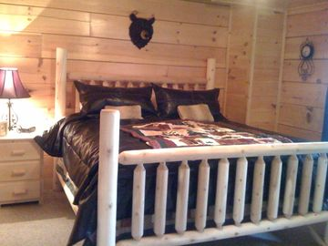 Rustic furniture in all bedrooms + 32 inch HDTV's and 50 inch in Master bedroom