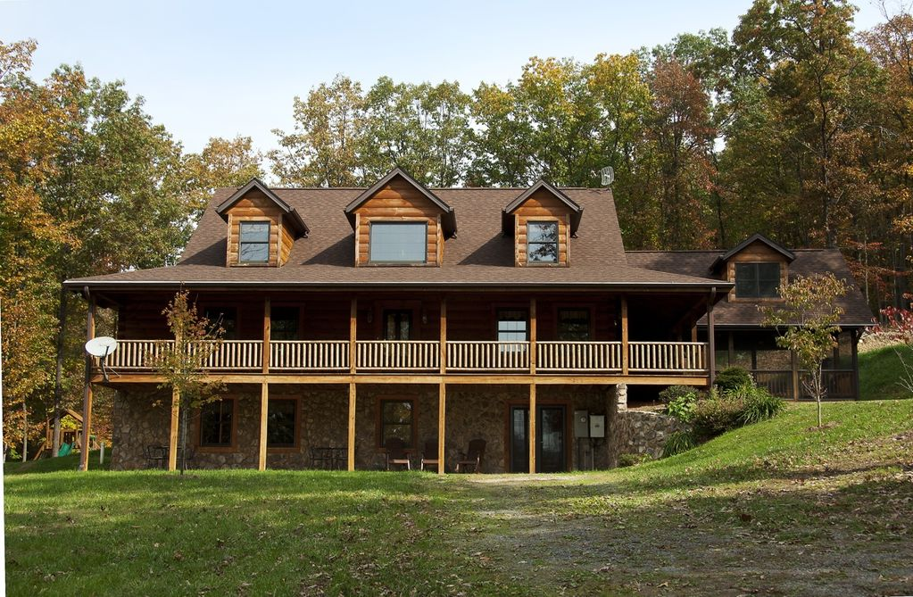 Shenandoah woods cabins lodges and homeaway luray for Cabin rentals near luray va