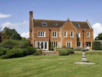 Mole Valley chateau / country house rental