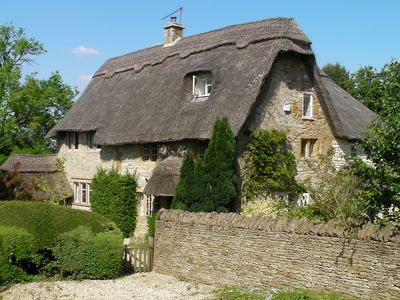 Gorgeous, large 17th Century Thatched Cottage In The Cotswolds