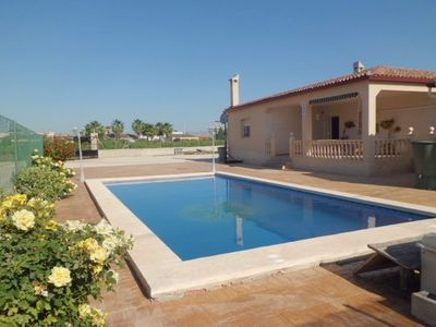 large garden, separate barbecue house, Private Pool, 3 bedrooms and 2 bathrooms