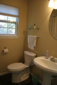 Austin studio rental - WC