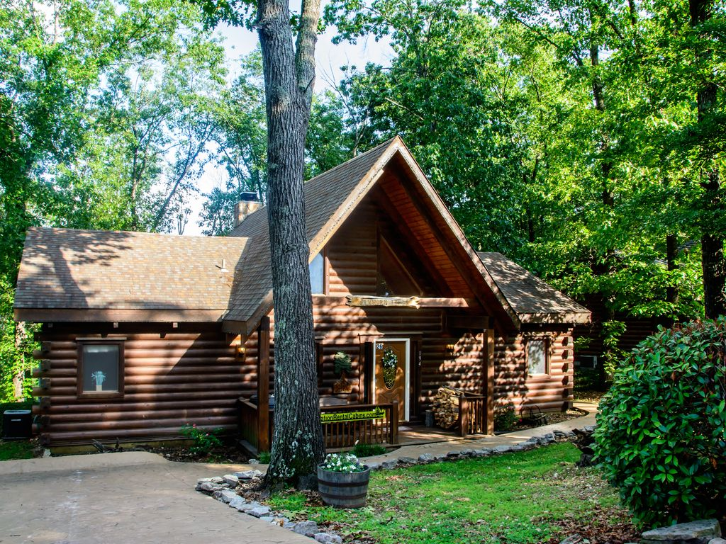 Cozy cabin with two master suites perfect vrbo for Perfect cabin