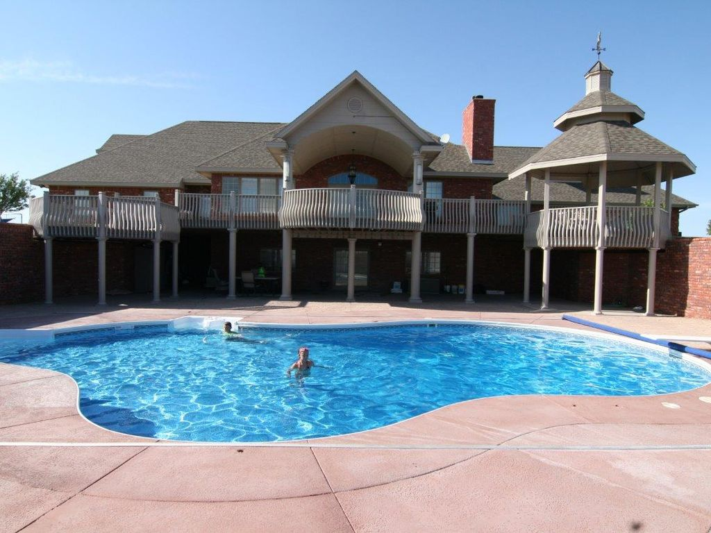 8600 square feet of luxury on 100 acres just vrbo for Average square footage of a pool