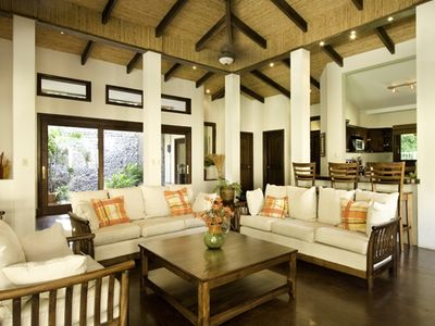 Oversize living area with bamboo ceilings