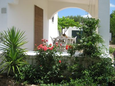 Country house surrounded by olive trees, a few km from Ostuni and the sea