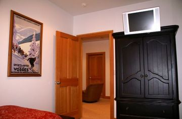 1st Fl Twin/Twin Bedroom has Flat Screen TV/DVD and is adjacent to Kids' Playroo