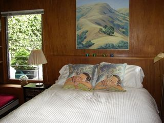 Berkeley apartment rental - Queen bed, new top quality mattress, beautiful linens.