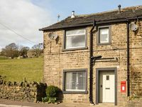POST BOX COTTAGE, romantic, with open fire in Ripponden, Ref 921065
