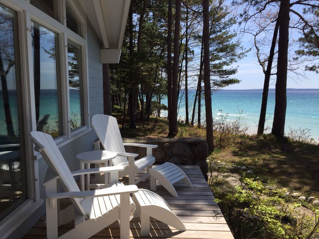 Beachfront cottage on lake michigan in harbor vrbo for 10 bedroom vacation rentals in michigan
