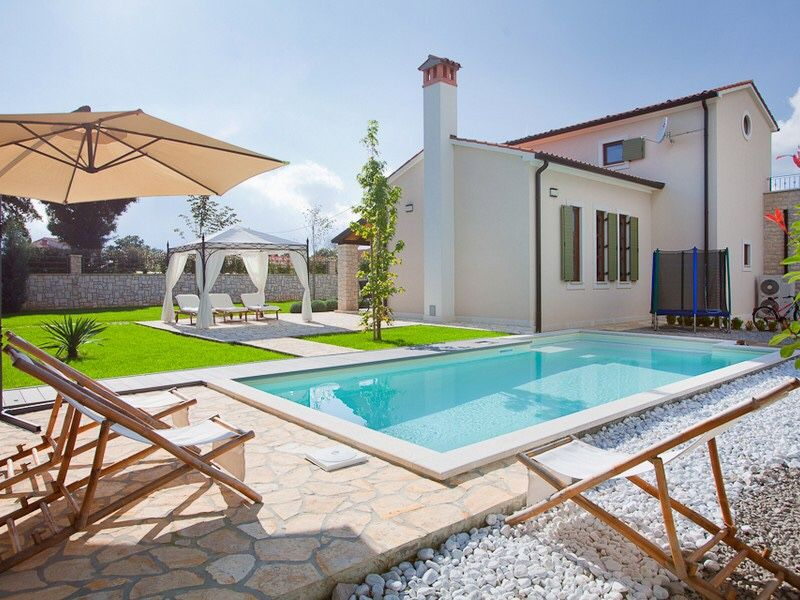 Discount luxury villa with swimming pool near labin for Cheap swimming pools near me