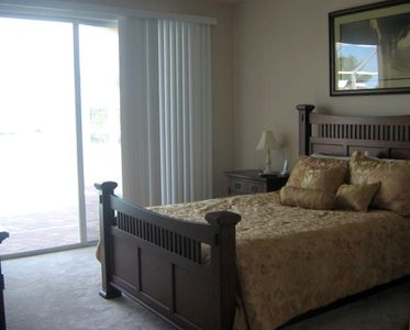 Master bedroom with direct access to lanai