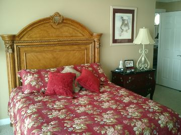 Master BR suite, queen bed, 1st Floor.