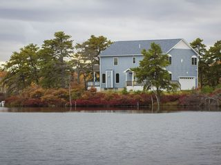 One of a kind luxury peninsula lakefront homeaway for Long pond pa cabin rentals
