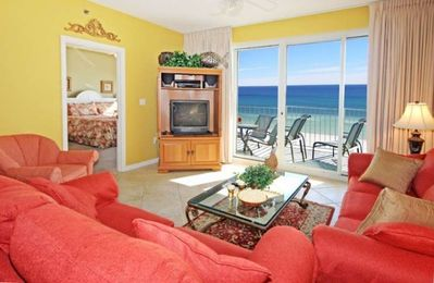 Living Area with view of Gulf - Flat Screen TV.
