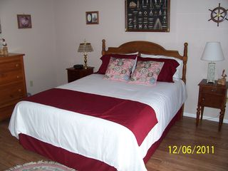 Venice house photo - Second bedroom, queen bed, laminate flooring, sliders to the pool & deck