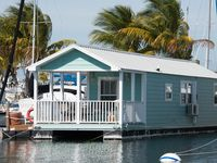 The Green Turtle - A Funky Floating Cottage with Direct Ocean Access