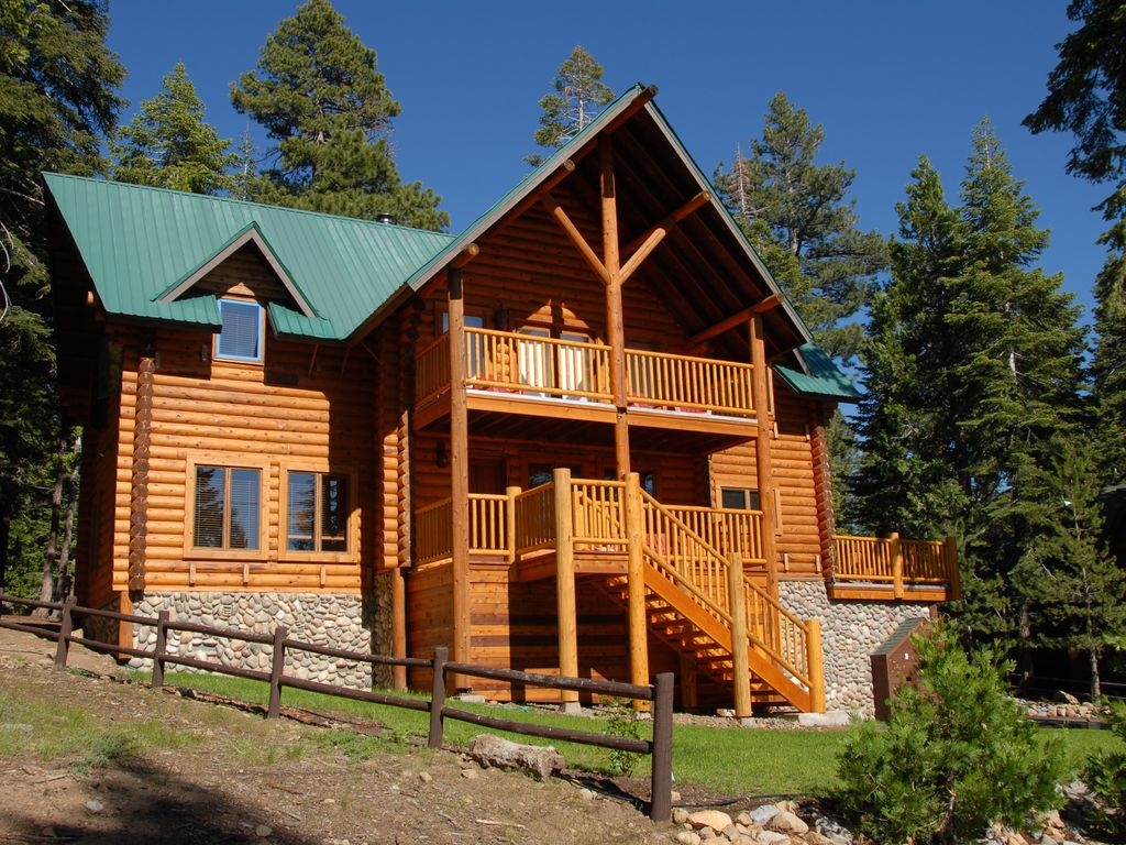Tahoe mountain lodge huge luxury log cabin with hot tub for Luxury log homes