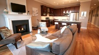 Open living room to kitchen floor plan - Chicago condo vacation rental photo