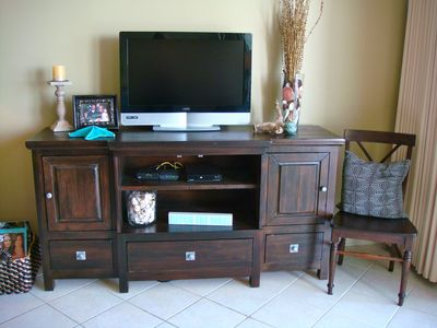 New media console w/ LCD TV, DVD and free WIFI