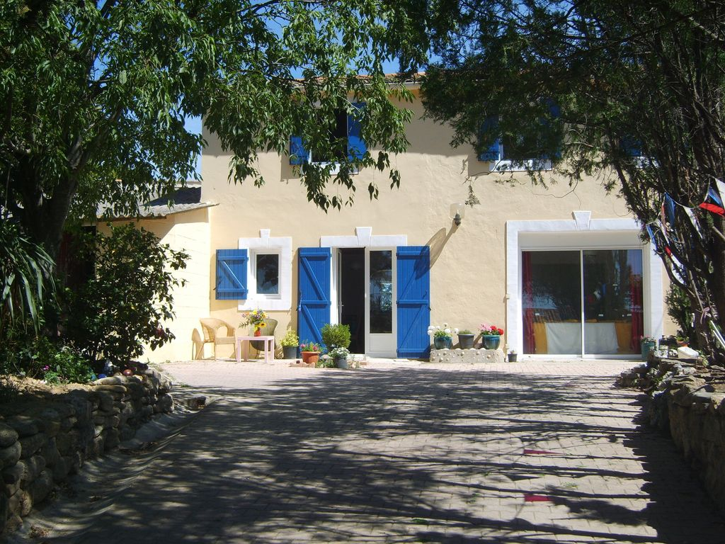 Accommodation near the beach, 70 square meters, with pool