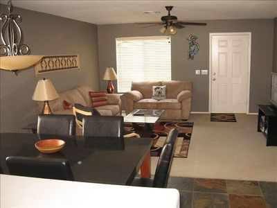 Beautiful home on golf course great sunsets vrbo for Living room queen creek