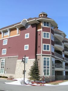 Traverse City condo rental - Our condo is on the top floor w/circle window