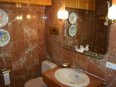 Beautifully finished luxurious en-suite bathroom with full bath tub and shower