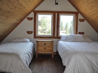 Butte cabin photo - Loft with twin bed and queen bed