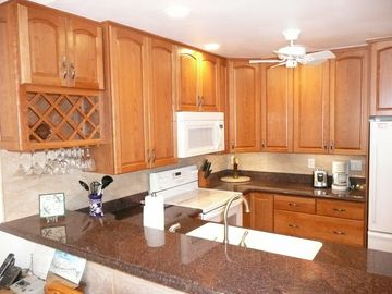Wailea condo rental - Beautiful remodeled kitchen with cherry cabinets and granite counters