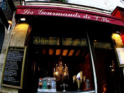 4th Arrondissement Pompidou Le Marais apartment rental - Gourmet food shops, galleries & restaurants abound