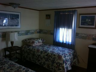 the middle bedroom