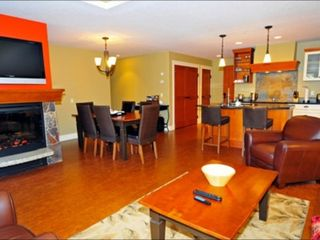 Canmore condo photo - Luxury Furnishings, Plasma TVs & Fireplaces!