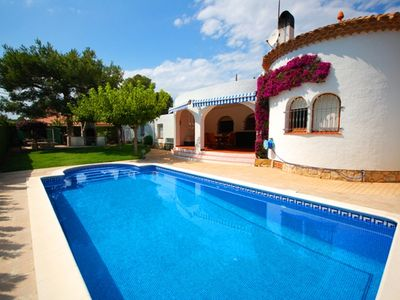 Beautiful villa with private pool 500 meters from the sea for 6 to 8 people