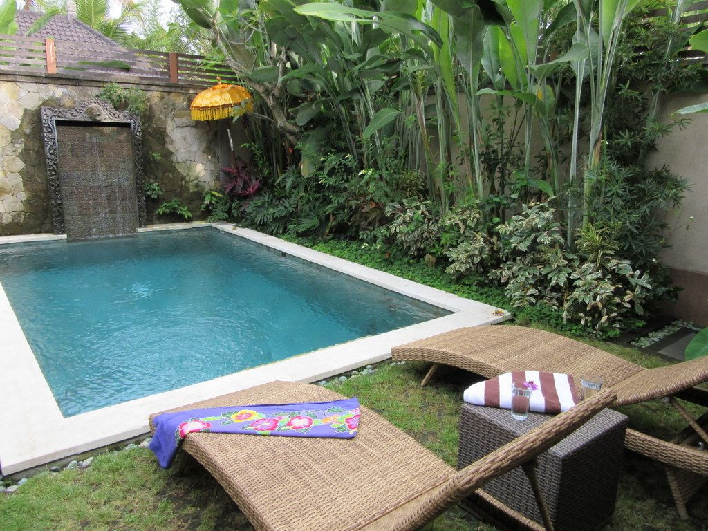 Ubud holiday house tranquility pool on temple land edge for Garden pool villa ubud