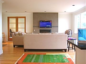 Lopez Island house rental - Bright open plan living room